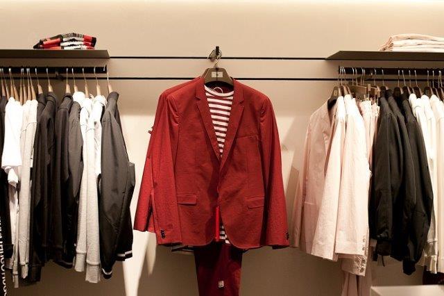 красный стильный костюм от Hugo Boss