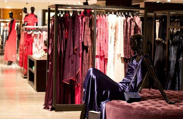 вечернии платья в магазине Людвиг Бек в Мюнхене