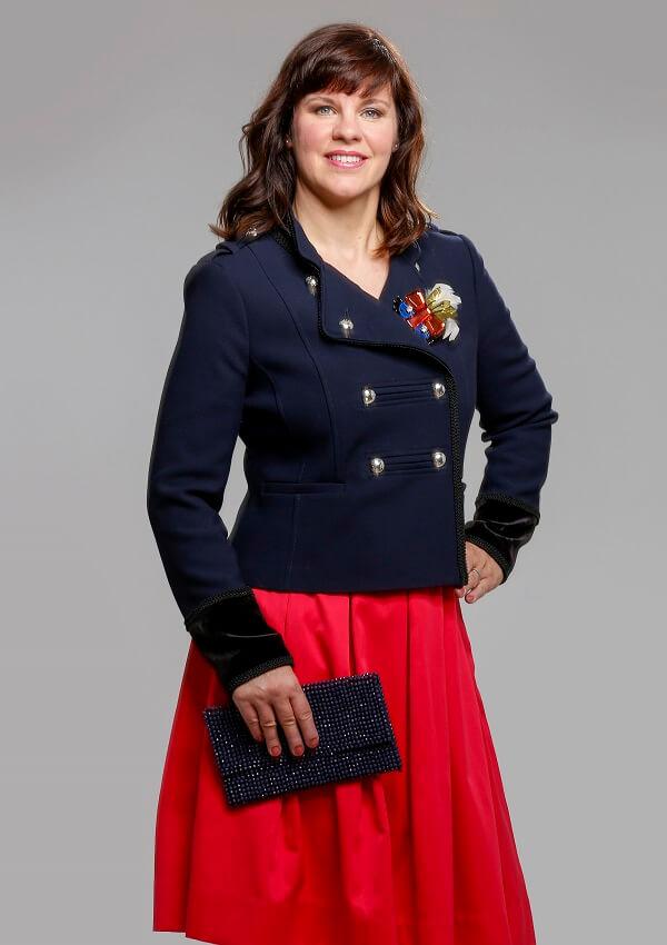 аня синий пиджак и красная юбка