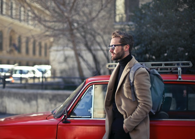 мужчина 30+ в пальто