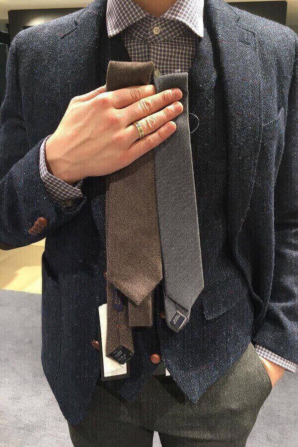 галстуки и бизнес гардеробу