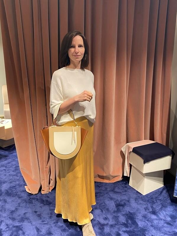 Юлия - желтая юбка и сумка