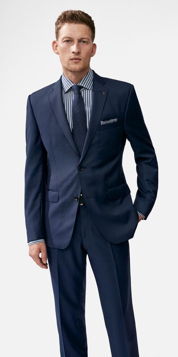 бизнес костюм с рубашкой в полоску
