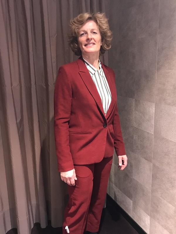 красный костюм примерка в Ludwig Beck
