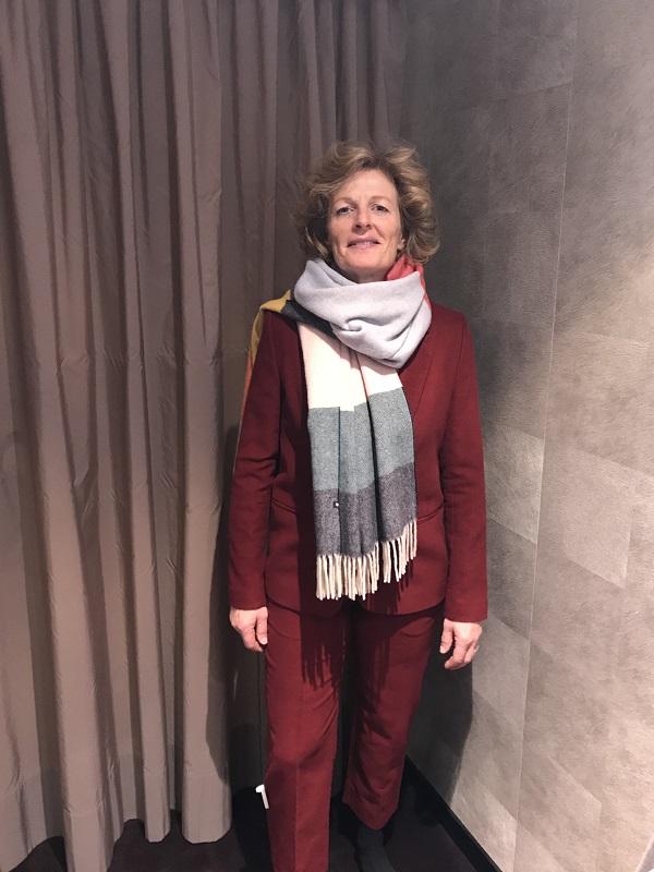костюм с шарфом - шоппинг в Мюнхене