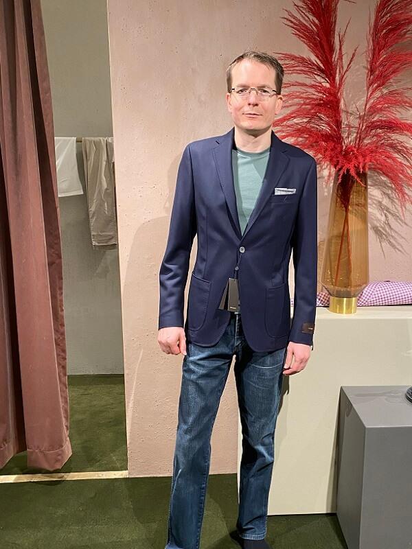 бизнес пиджак с джинсами