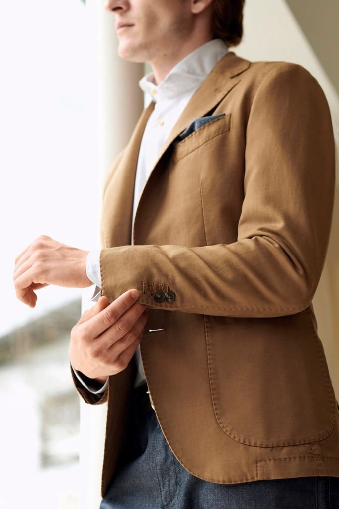 светлый пиджак и брюки базовый мужской гардероб
