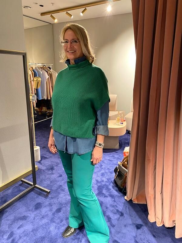 Зеленый комплект с джинсовой рубашкой