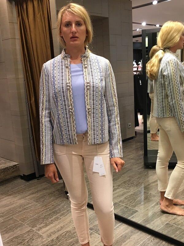 Татьяна - пиджак и светлые брюки