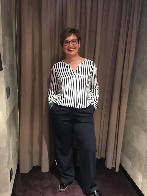 полосатая блузка примерка услуги стилиста