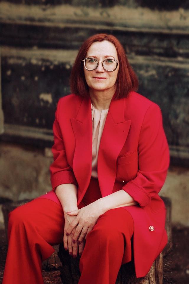 красный костюм - стилист для полных