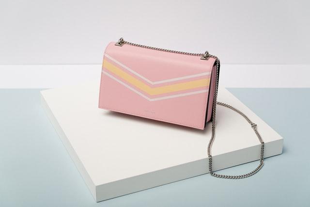 небольшая розовая сумка