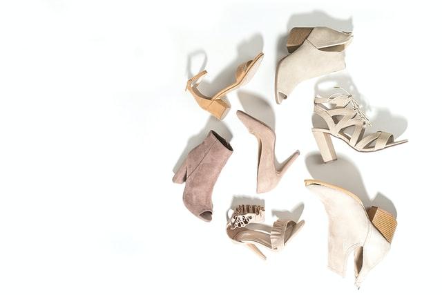 светлая обувь для женщин маленького роста